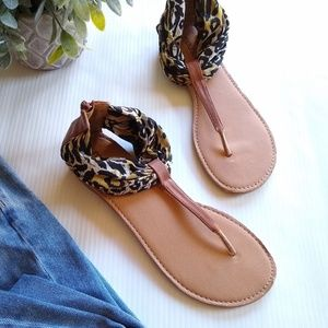 Maurices • leopard printed t-strap sandals sz 7